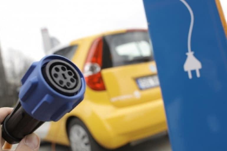 Coraz więcej polskich elektrycznych samochodów