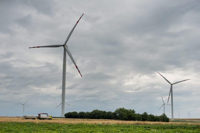 Czy duże farmy wiatrowe spowalniają wiatr