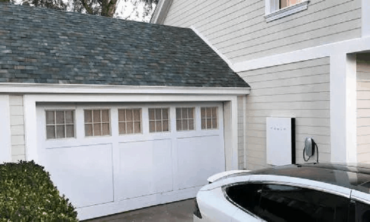 Elon Musk prezentuje fotowoltaiczne dachówki