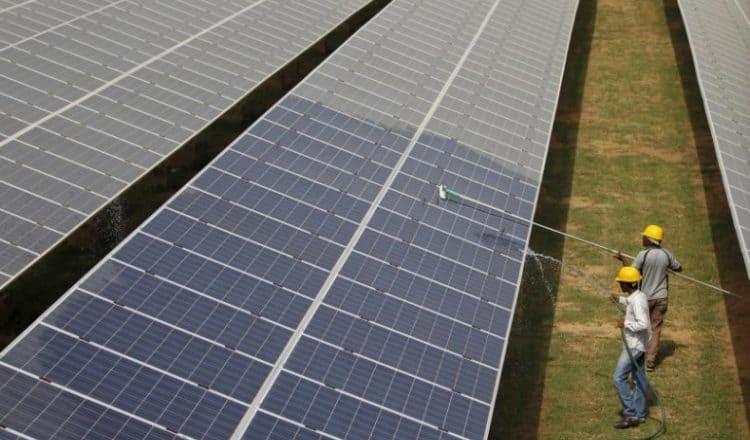 Indie uruchomiły największą farmę solarną na świecie.