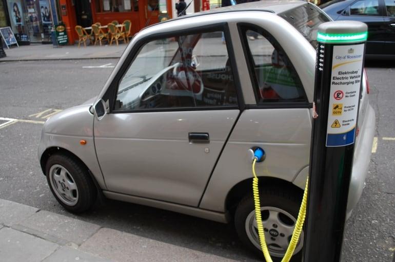 Wiele nowych miejsc ładowania samochodów elektrycznych w Polsce