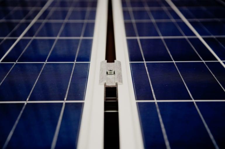 Zmiana kosztu instalacji fotowoltaicznych na świecie