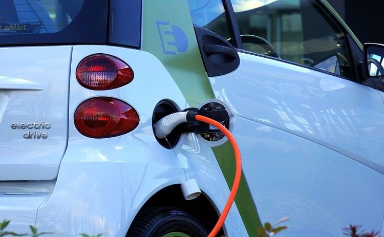 samochod elektryczny ladowanie