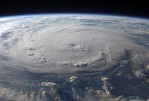 skąd się biorą huragany