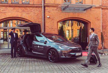 Tesla Model X City Park Hotel
