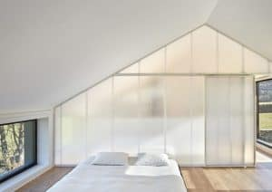 Montaña House, [baragaño], prefab, Madrid, wooden house, minimalist interior, green architecture, traditional architecture, natural light, polycarbonate panels, fireplace, local artisans, slate roof