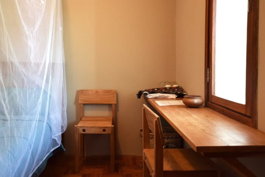 bedroom table and chairs