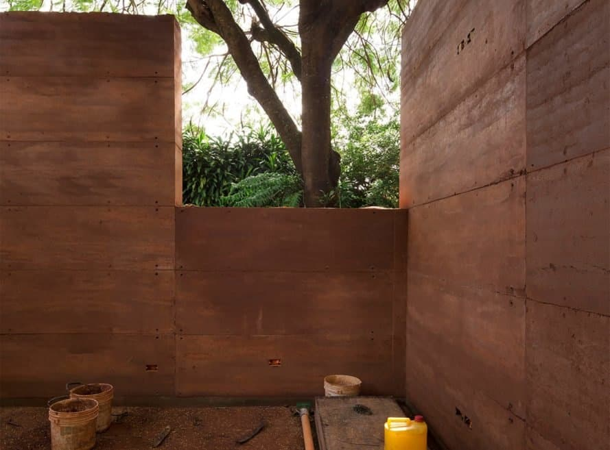 construction of a rammed earth building